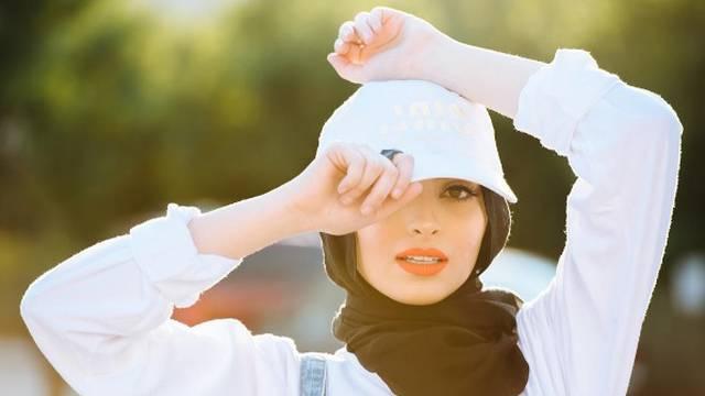 Muslimanka je, nosi hidžab na glavi - i slikala se za Playboy