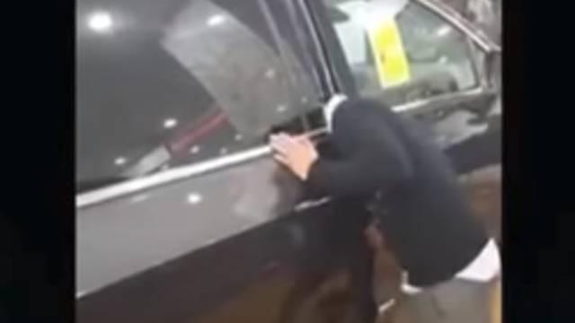 Zapela mu glava: Samo htio pokazati koliko je auto siguran