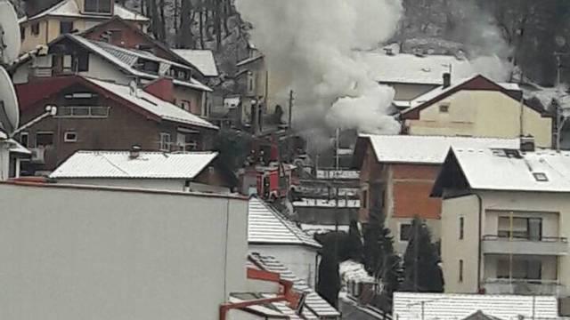 Požar  u garaži u Gračanima: U tijeku je gašenje, nema žrtava