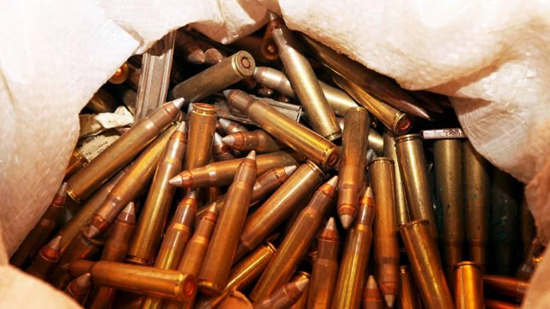 Maltretirao žene na plaži u Kaliforniji, policija mu u autu našla oružje i oko 1500 metaka