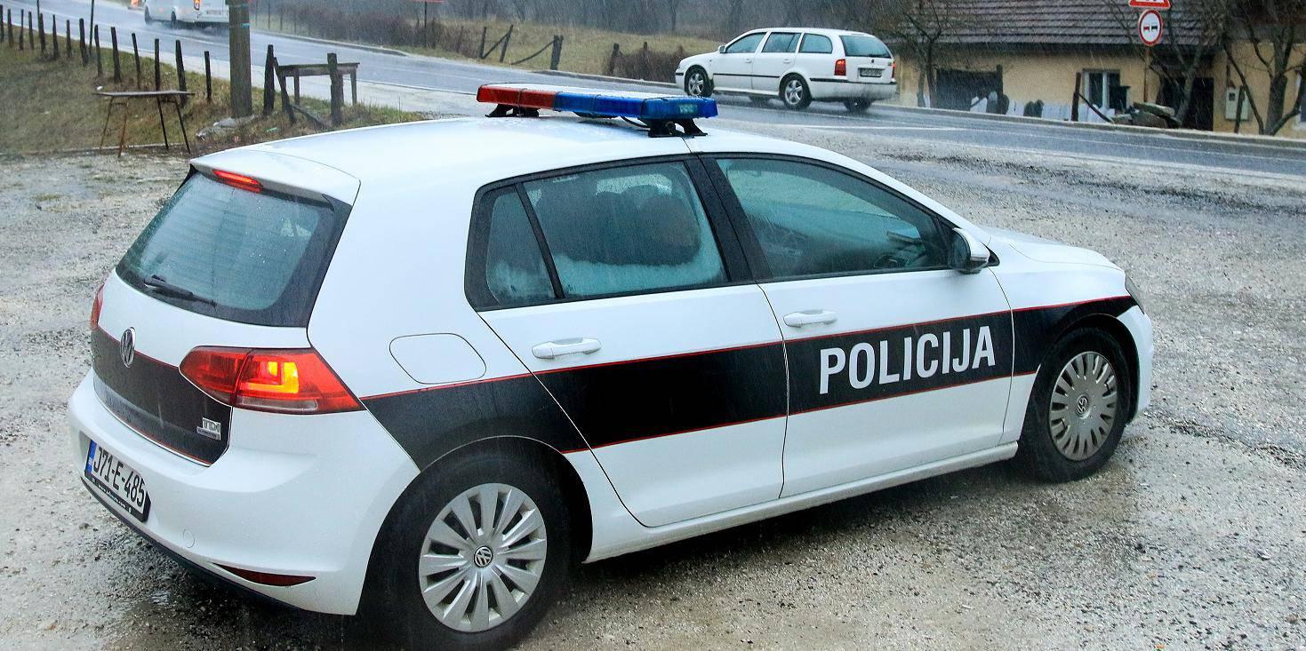 Policija kontrolira vozila na ulazu u grad Konjic kako bi pronaÅ¡li serijskog ubojicu Edina GaÄ?iÄ?a