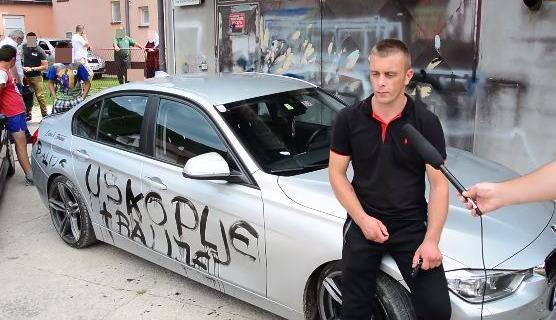 Svoj auto je išarao grafitima o Srebrenici pa okrivio 'ustaše'