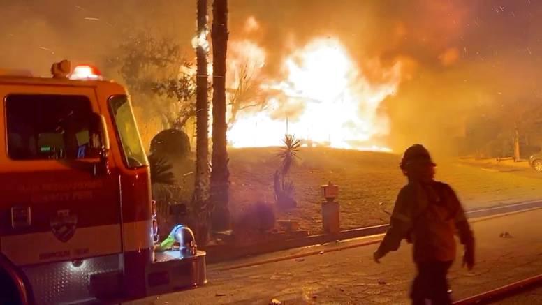 Trump prijeti da neće pomoći Kaliforniji koju gutaju požari