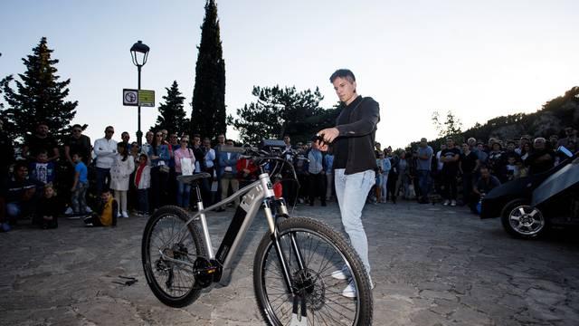 Student iz Imotskog izumio je električni bicikl koji vozača upoznaje sa zanimljivostima