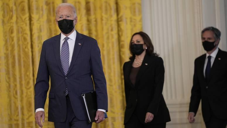 Usred krize u Afganistanu Harris putuje u Vijetnam: 'To pokazuje da Bijela kuća nema sluha'