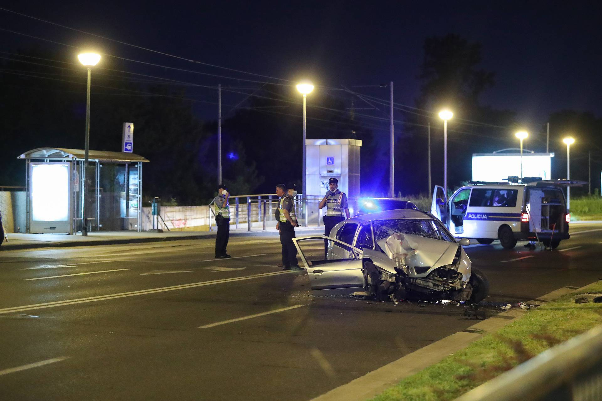 Zagreb: Automobilom se zaletio u stup, policija obavlja očevid
