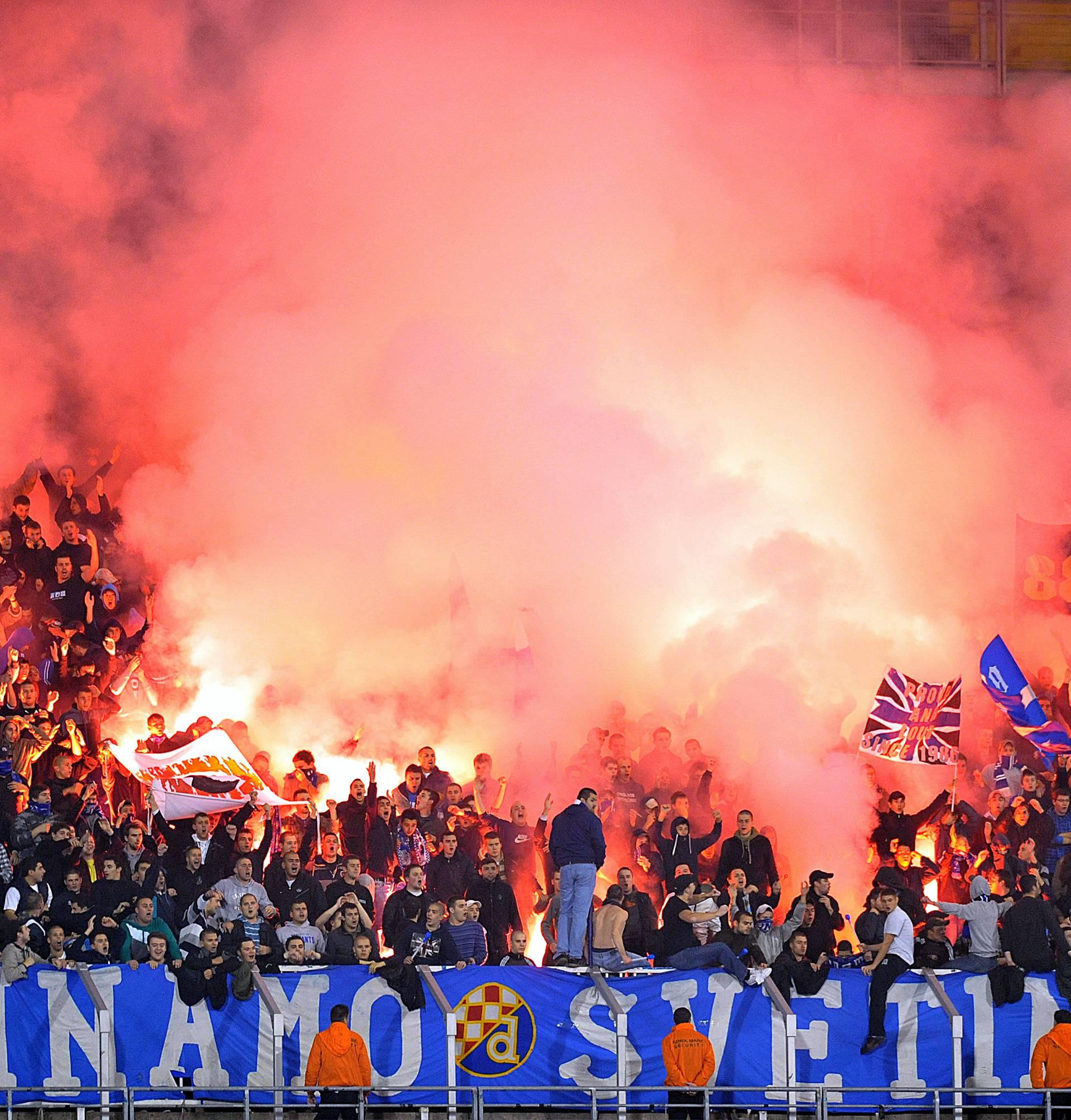 Dinamo strogo kažnjen: Zbog jedne baklje 8 tisuća kuna više