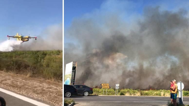 Buknuo je požar kod Vranskog jezera: 'Dim je iznad cijelih Pakoštana, stigli su i kanaderi'