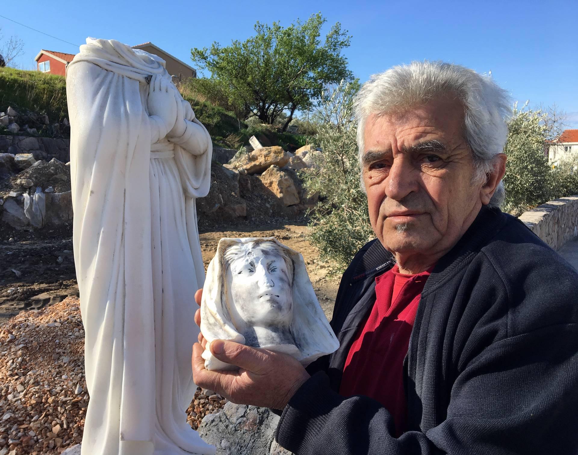 Kipu Gospe u Solinu odvalio je glavu pa ju bacio u  kontejner