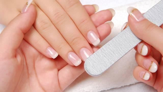 Pogreške koje radite s noktima: Koristite aceton, ravno ih režete