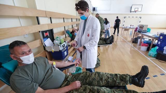 Zagreb: Pripadnici vojske sudjelovali u humanitarnoj akciji dobrovoljnog darivanja krvi