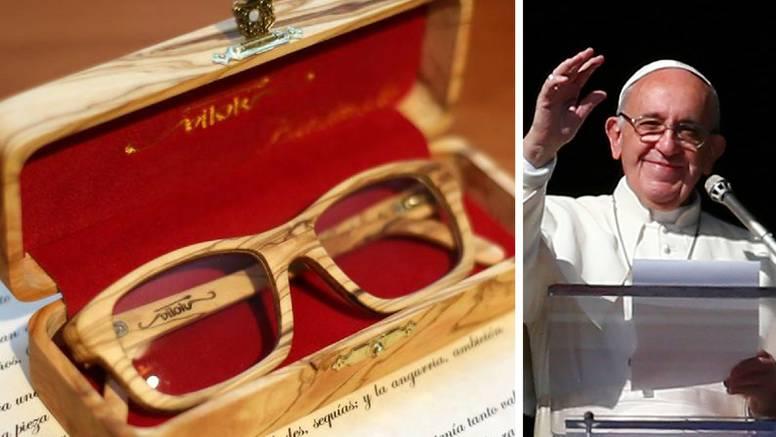 Rođendanski poklon za Papu: Naočale od masline iz Hrvatske