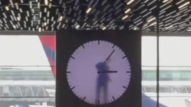 Zarobljen u vremenu: Čovjek u satu atrakcija je Amsterdama