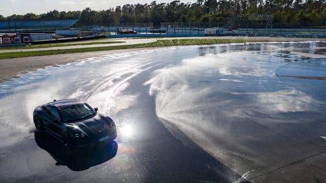 Porsche Taycan najdužim driftom srušio svjetski rekord