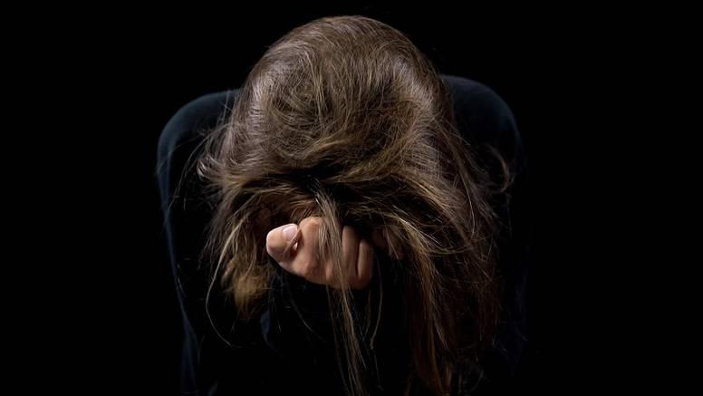 Mladić prijetio ženi i silovao ju