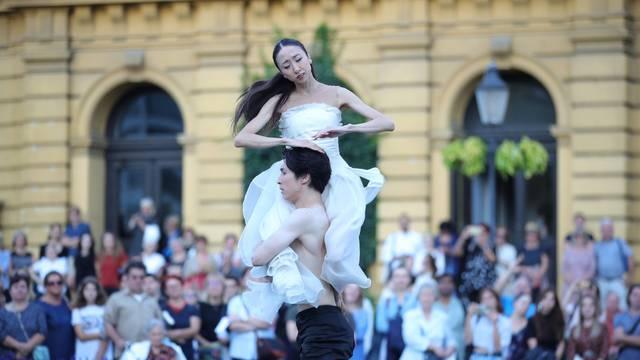 """Nastavlja se plesna čarolija """"Balet u predvečerje"""" ispred zagrebačkog HNK"""