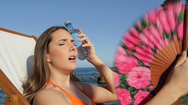 Čuvajte se: Dehidrirati možete i sjedeći na kauču, za vrijeme vrućina pijte što više tekućine