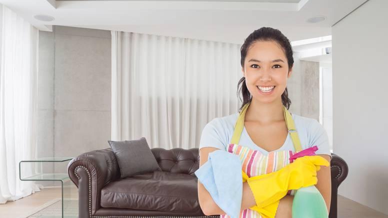 Imate mrlje na tepihu ili kauču od kreme za sunčanje? Uz ove trikove  ćete ih  očistiti bez muke