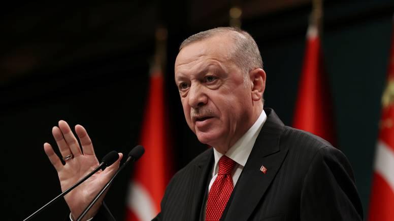 Erdogan: Macron je teret za Francusku, trebaju ga se riješiti