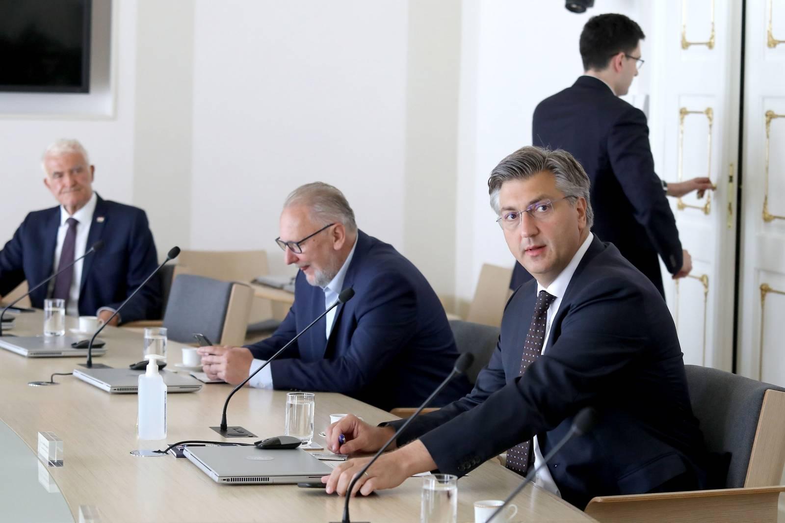 Zagreb: Andrej Plenković sastao se s članovima Nacionalnog stožera civilne zaštite