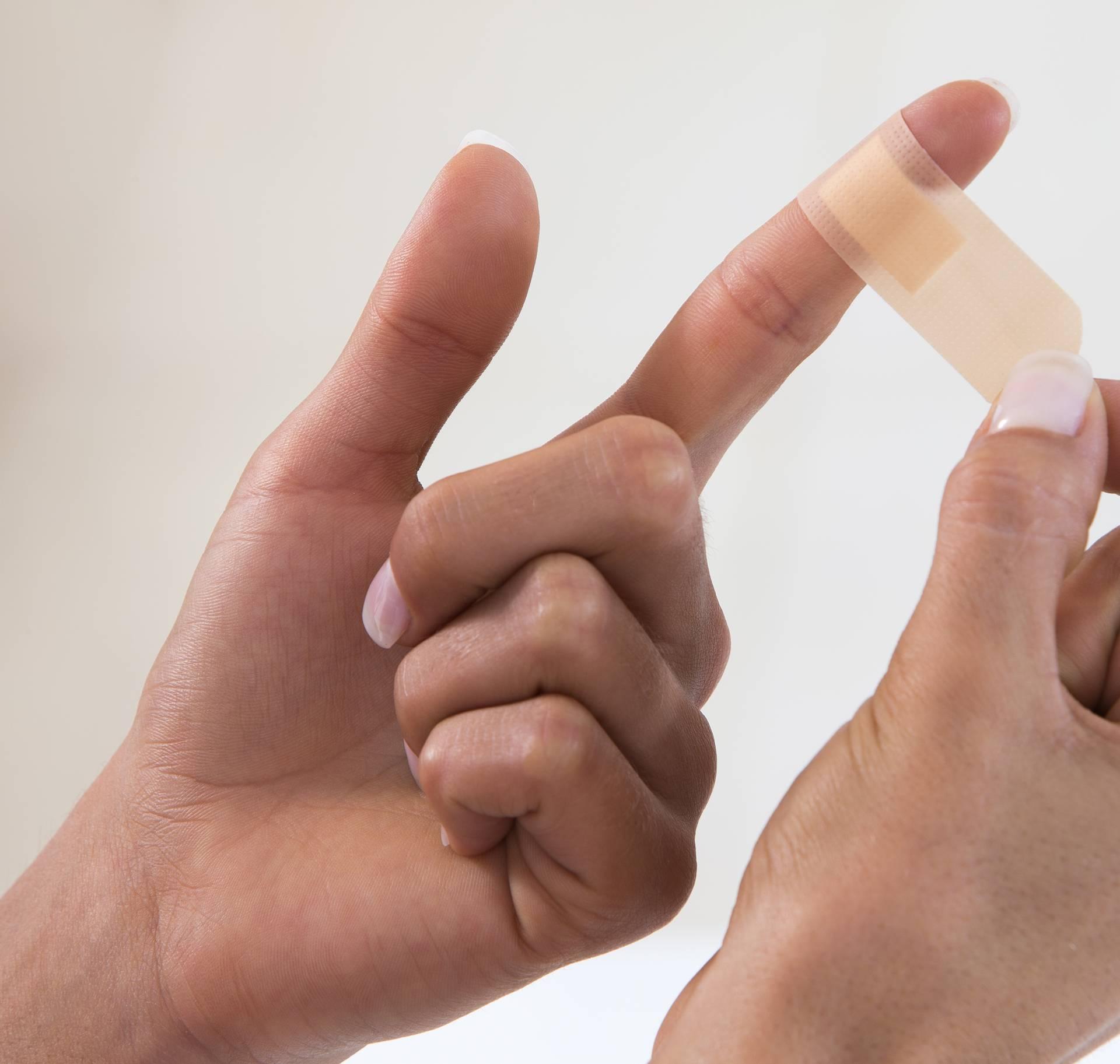 Pogrešno stavljate flaster na prst cijeli život  - ovako se radi