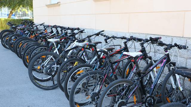 """""""Parkirani"""" bicikli"""
