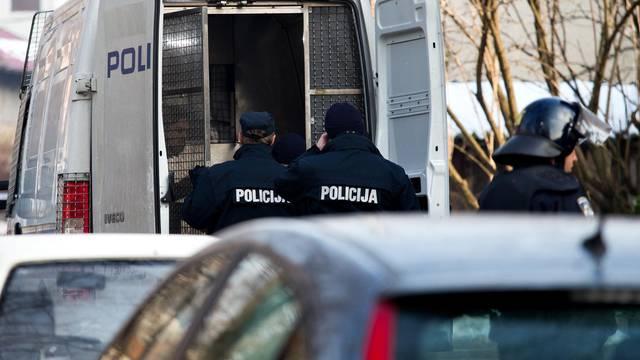Obračun zbog parkiranja: Lupali sjekirom po autu u Solinu, u policiji završio i dječak (13)