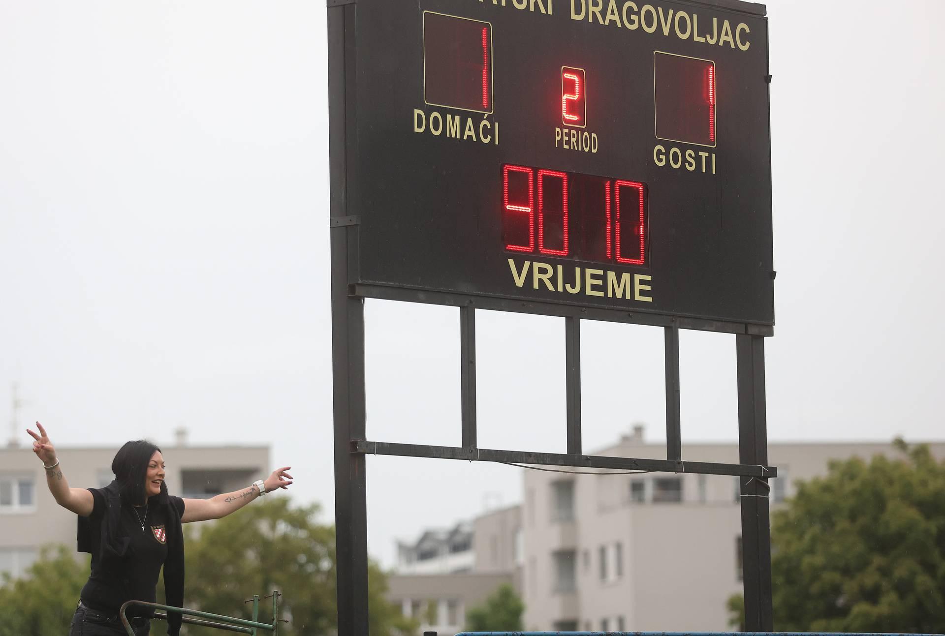 Nogometaši Hrvatskog dragovoljca slave ulazak u Prvu HNL