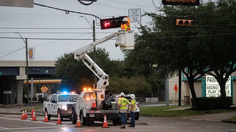 Uragan koji prijeti Louisiani oslabio, očekuju poplave zbog obilne kiše i nestašicu struje