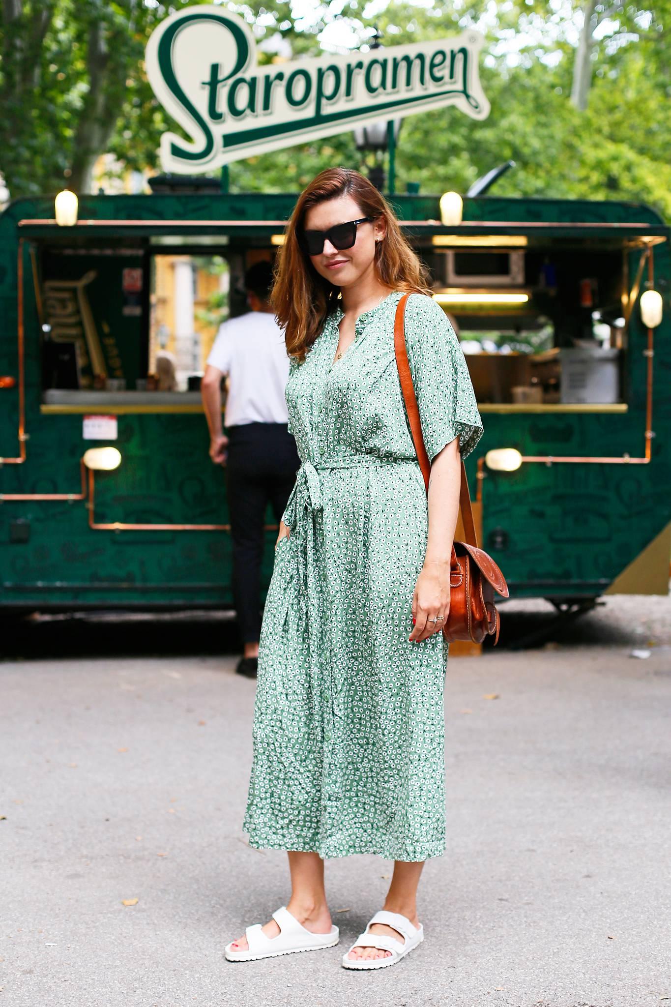 Boho kombinacija: Anita Dujić u ljetnoj haljini i retro sandalama