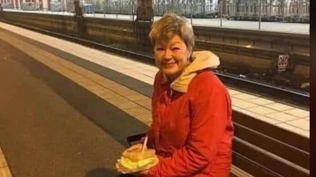 Kupila je sendvič na peronu i čeka noćni vlak: Ovo je švedska ministrica, ovo nije beskućnica