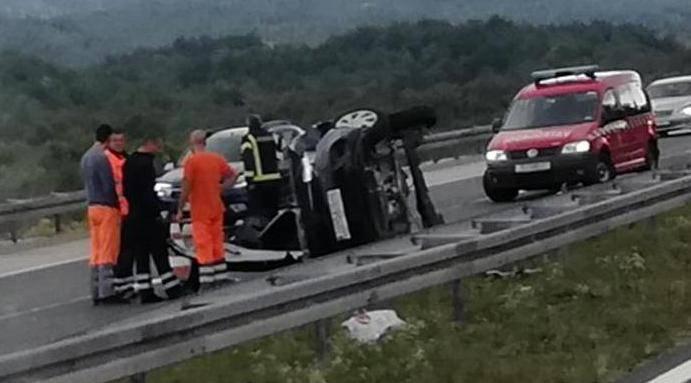 Teška prometna na A1: Auto je završio na boku, žena u bolnici