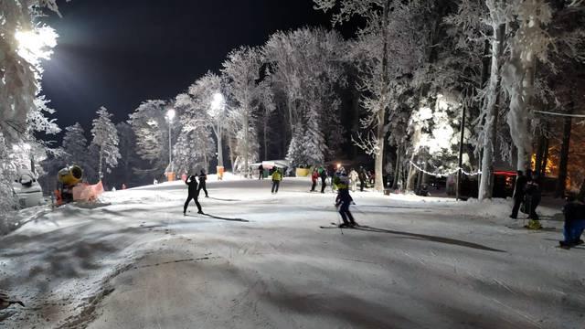 Građani jedva dočekali: Počinje noćno skijanje na Sljemenu