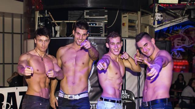 Muška plesna grupa otkriva: kako povećati svoju muškost?