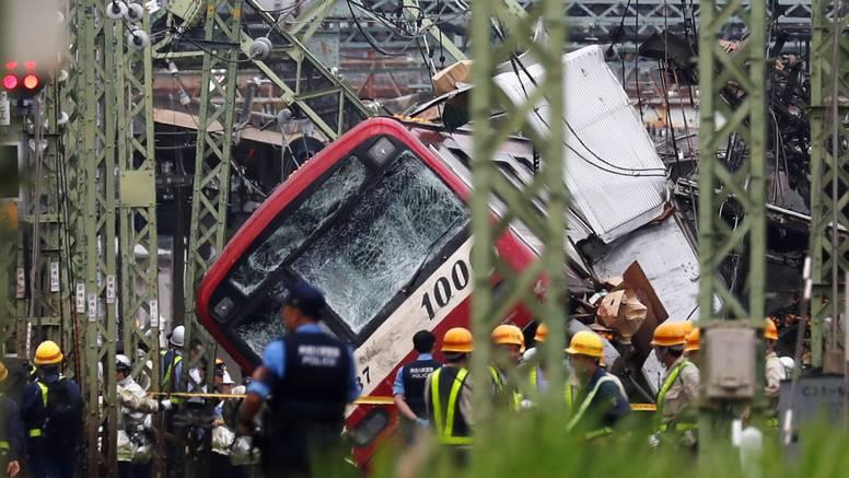 U sudaru kamiona i vlaka u Japanu ozlijeđeno je 34 ljudi