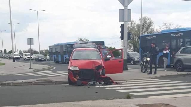 Autom se zabio ravno u stup: Još ne znaju ima li ozlijeđenih