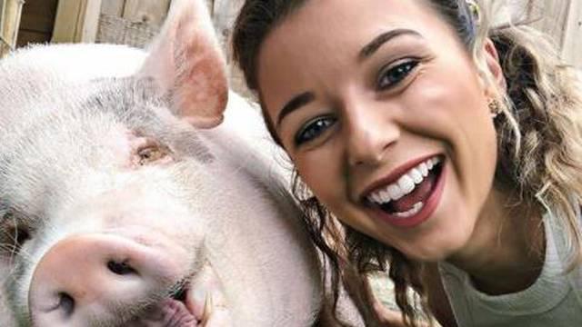 Influencerica živi sa svinjom od 80 kg: 'Milo mi je poput sina'