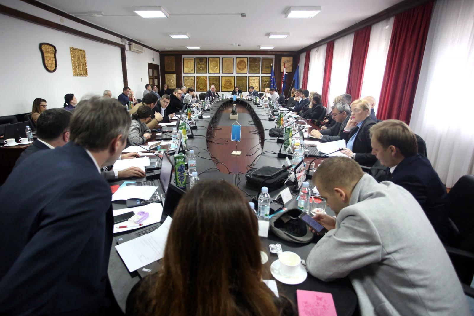 Split: U zgradi Banovine održana sjednica gradskog vijeća