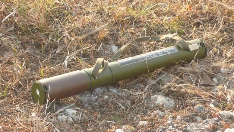 U Lici na dva mjesta iskopano oružje, pronađen raketni bacač
