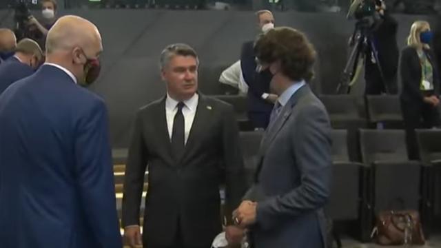 NATO šefovi s maskama došli na fotografiranje, a Milanović bez