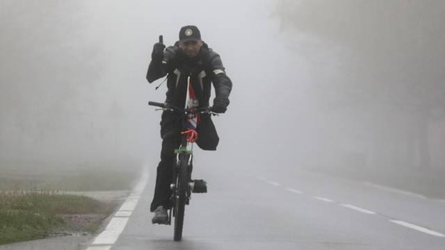 Branitelj na biciklu dolazi iz Osijeka u Vukovar na obilježavanje Dana sjećanja na žrtvu Vukovara