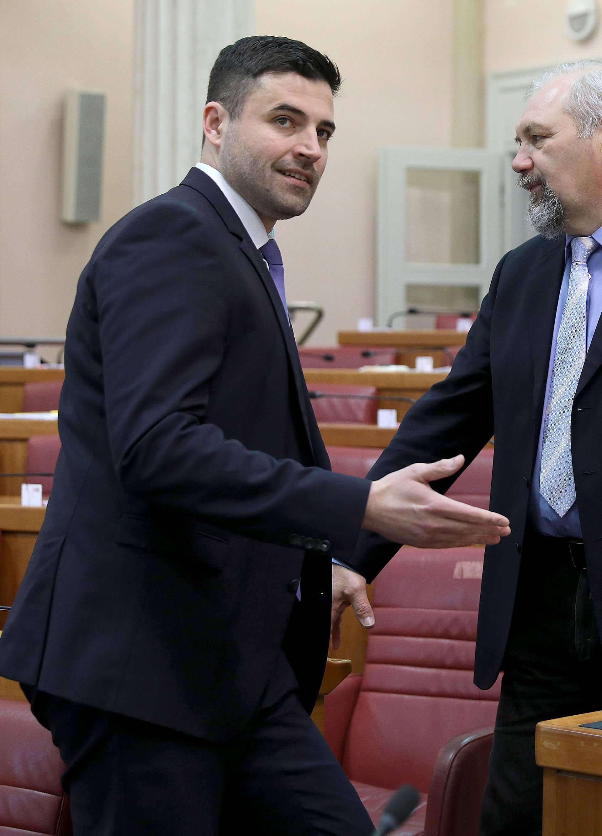 Zagreb: U Saboru je na redu izjašnjavanje o 313 amandmana o privatizaciji INA-e