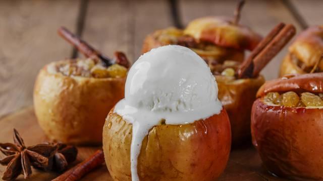 Pečene jabuke iz mikrovalne se svaki put tope u ustima, a okus mijenjajte različitim dodatcima