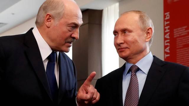 FILE PHOTO: FILE PHOTO: Belarus President Alexander Lukashenko visits Russia
