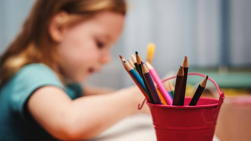 Crtanje djecu više usrećuje od gledanja crtića na ekranima