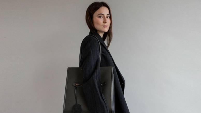 Odijelo ležerne stilske godine: Tamno sivo, fluidno i komotno