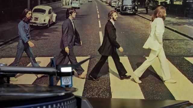 Beatlesove memorabilije će se prodavati na internetskoj dražbi
