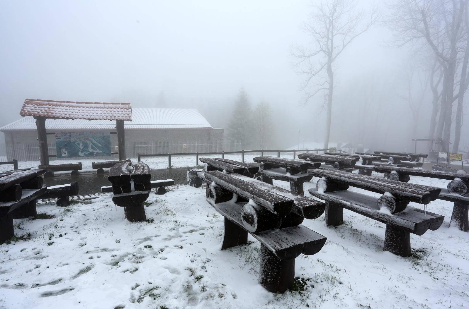 Početkom svibnja snijeg zabijelio obronke Medvednice i vrh Sljeme