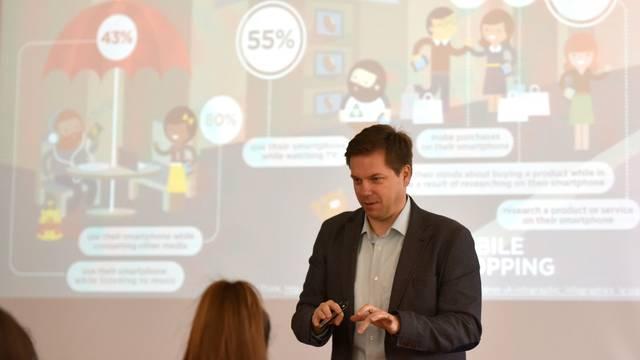Kako povećati prodaju usluga pomoću digitalnog marketinga?