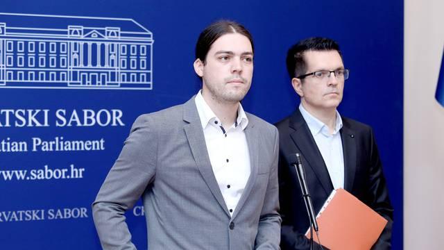Zagreb: Živi zid o mirovinskoj reformi
